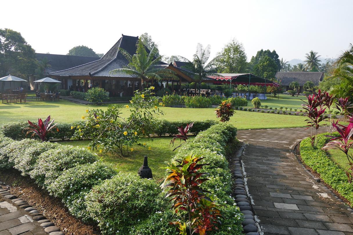 Borobudur, das Manohara Hotel, direkt in der Parkanlage von Borobudur