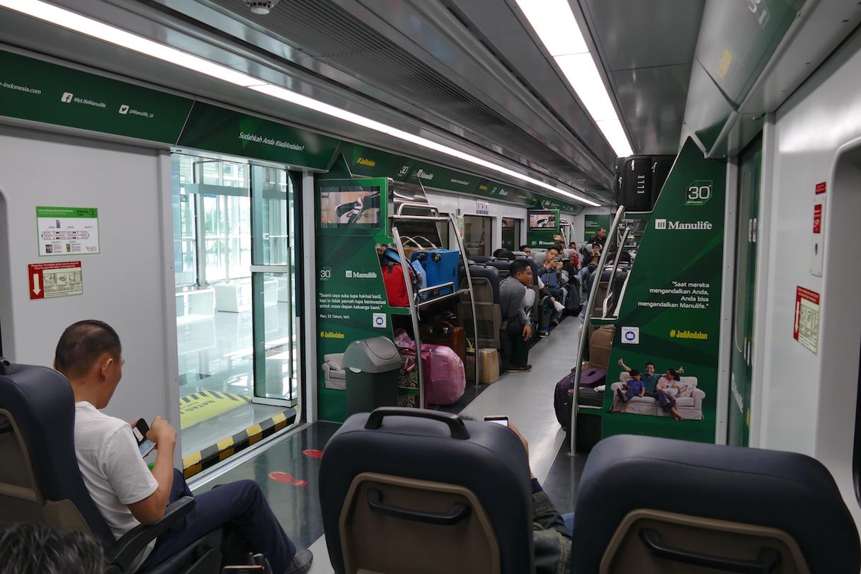 P1230902.JPG Im Airport Railway Link in die City