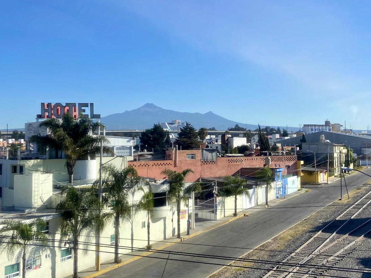 Abfahrt aus Puebla und ein Popocateptl ohne Wolken