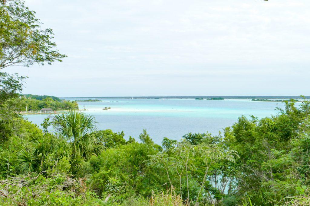 Bacalar, Blick auf die Lagune der 7 Farben