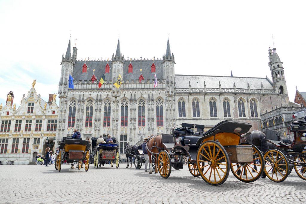 Burgplatz und Rathaus