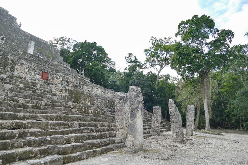 Calakmul, Pyramiden in wunderschoener Umgebung