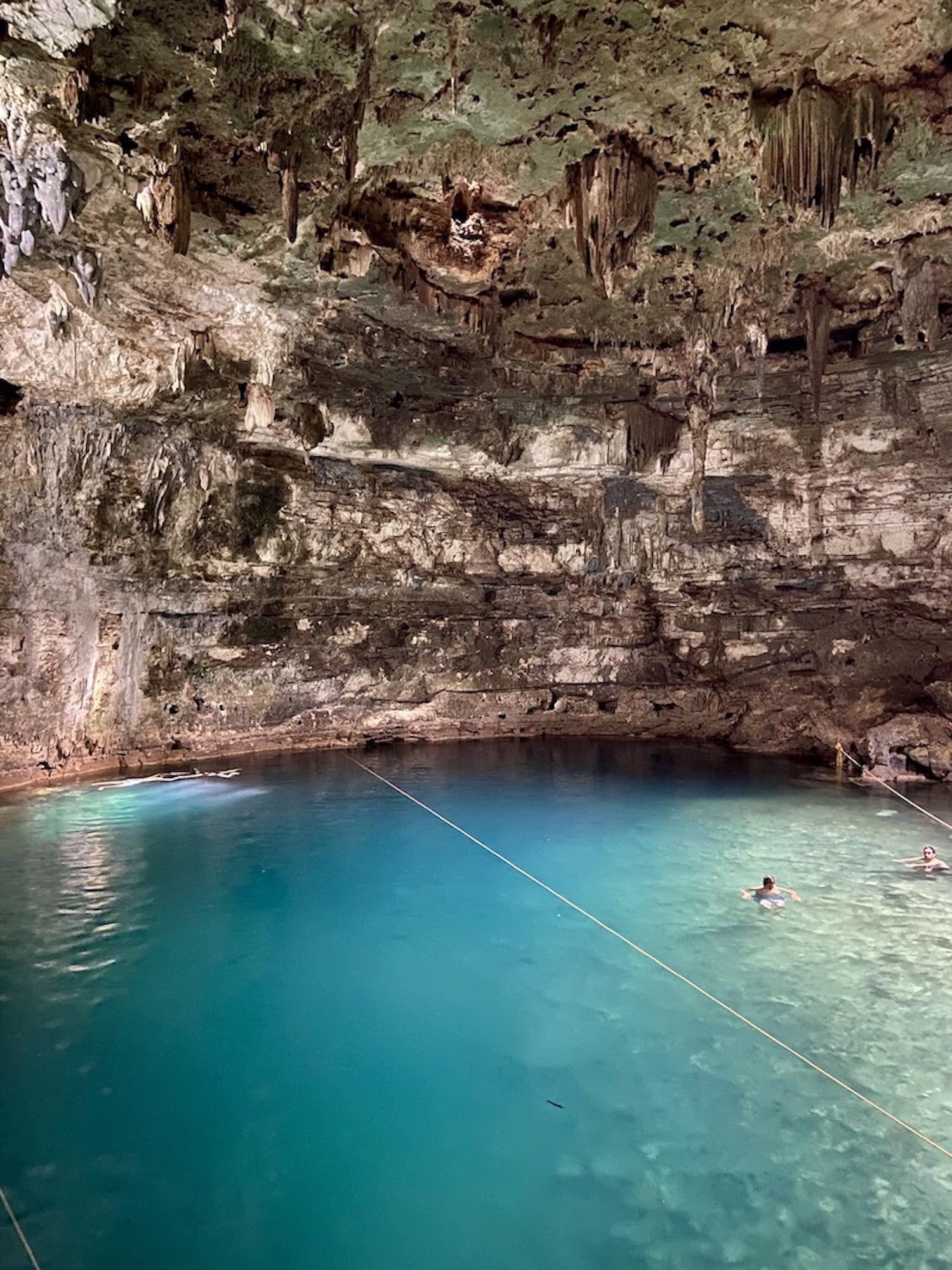 Cenote Samula, fantastisch tuerkisfarbenes Wasser