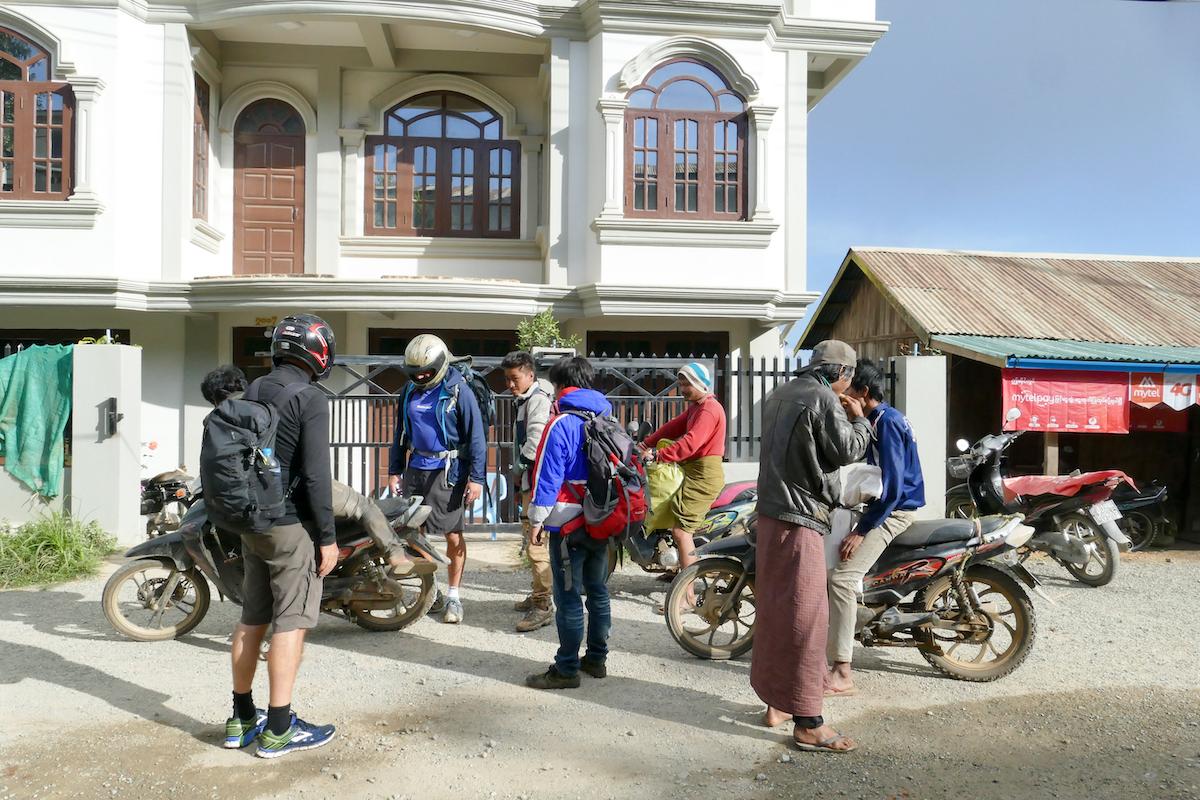 Chin State, Tourbeginn, Motorradfahrt