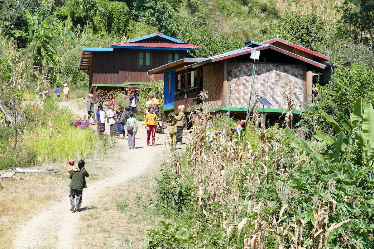 Chin State, Wanderung Tag 2, eins der vielen kleinen Doerfer hier
