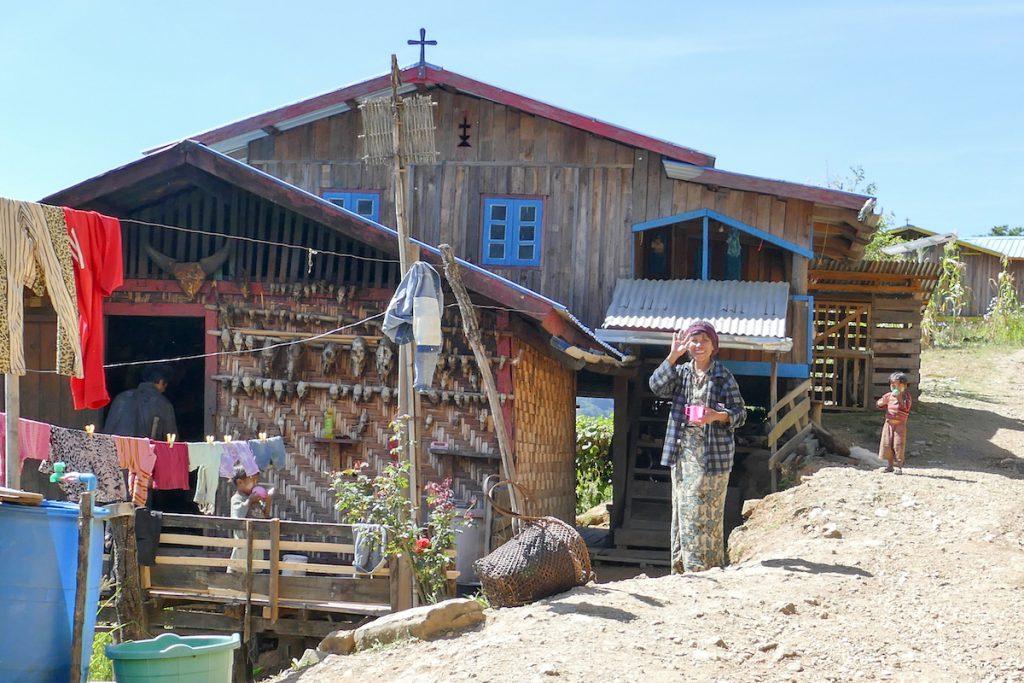 Chin State, Wanderung Tag 1, typisches Haus der Chin
