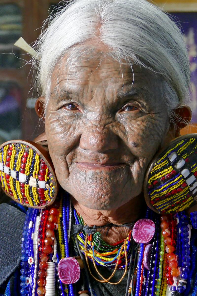Chin State, Wanderung Tag 3, Daw Shwe Me ist 93 und vom Stamm der Mkaan