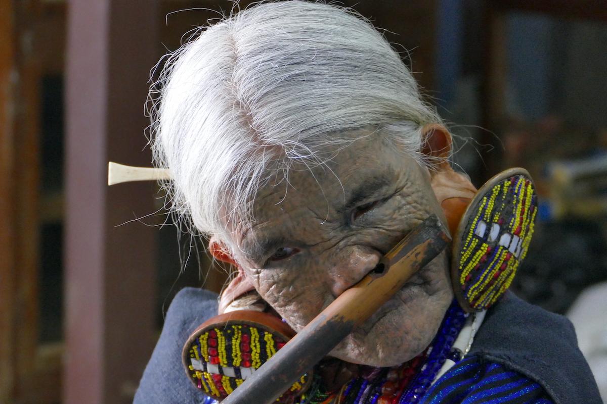 Chin State, Wanderung Tag 3, die Nasenfloetistin