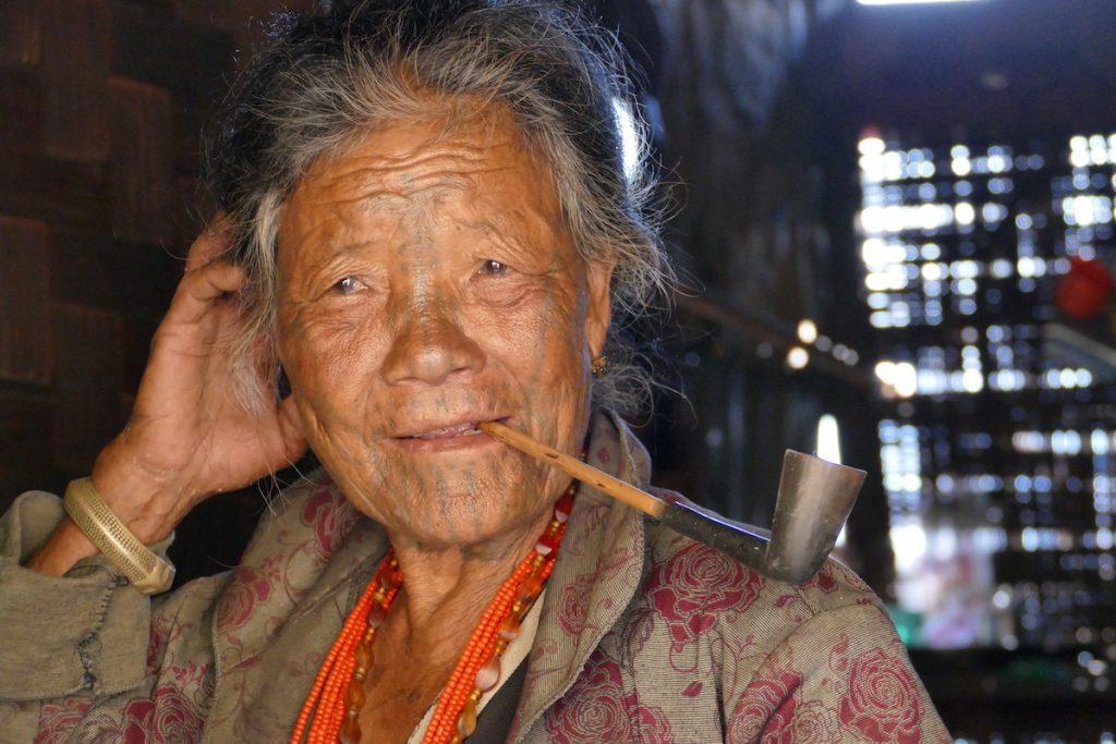 Chin State, Wanderung Tag 3, fast jeder raucht hier Pfeife