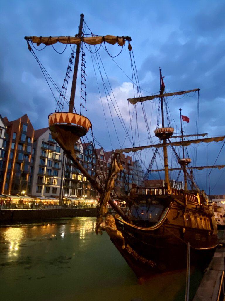 Danzig, Mottlau, Hafenrundfahrten im Piratenschiff
