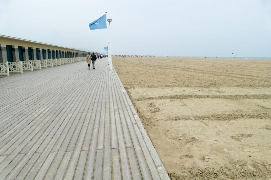 Deauville, am schier endlosen Strand