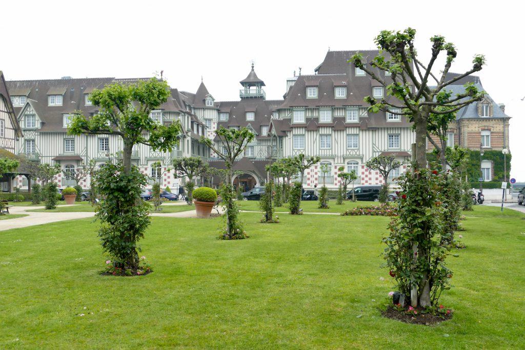 Deauville, eines der vielen Luxushotels