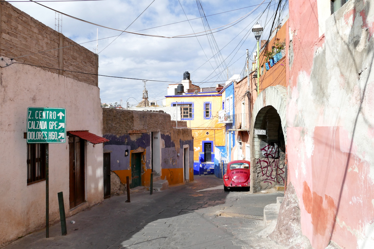 Guanajuato, eine der Gassen, von der ein Tunnel abzweigt