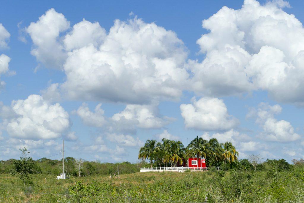 Hacienda in menschenleerer Landschaft
