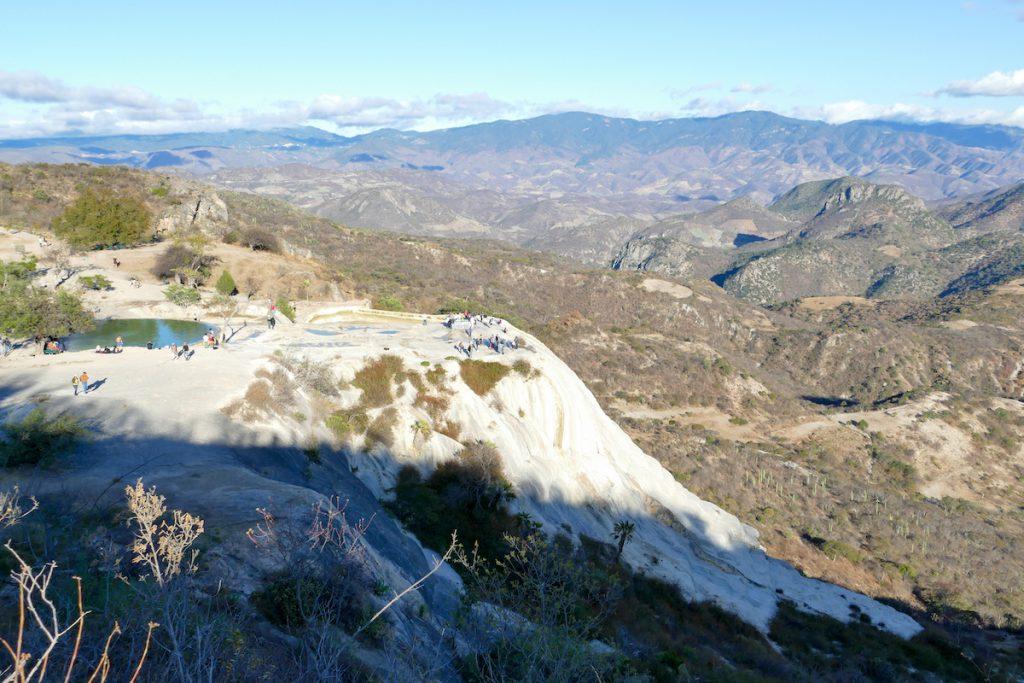 Hierve el Agua, Blick auf den kleinen Wasserfall
