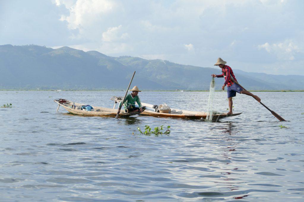 Inle See, Fischer die mit einem Bein rudern