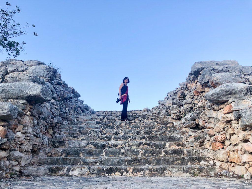 Izamal, Kinich Kakmo Pyramide, hoch geht es in mehreren Stufen