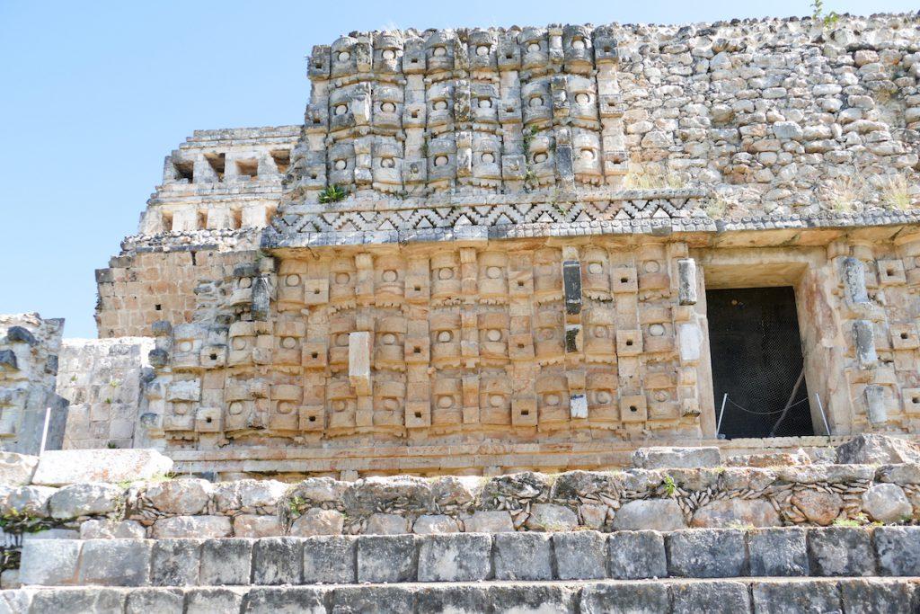 Kabah, Tempel