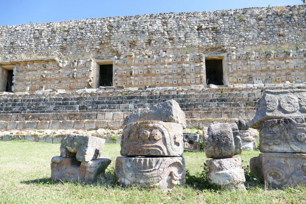 Kabah, kunstvoll verzierte Tempelwaende