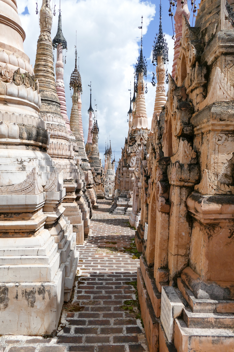 Kakku, sich zwischen Stupas verlieren