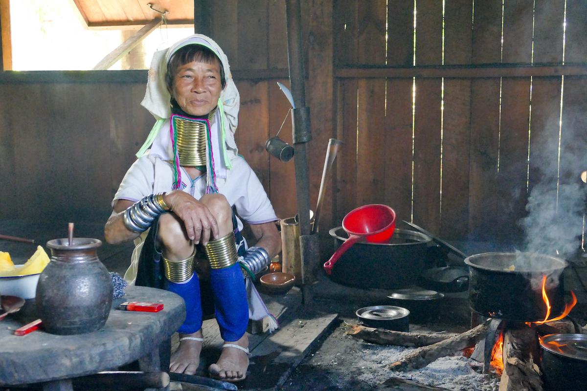 Kayah Tribe, Langhals Frau