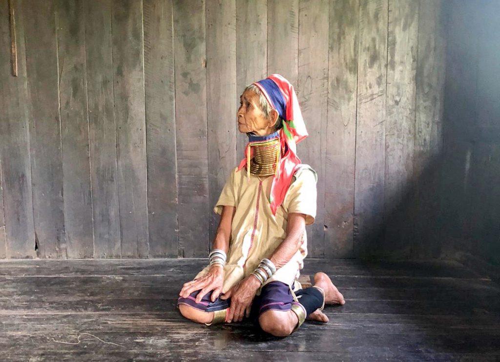 Kayah Tribe, Langhalsfrau