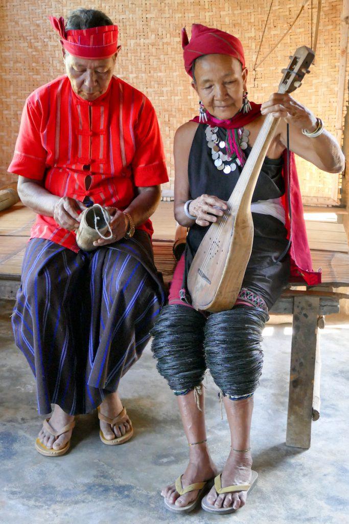 Kayah Tribe, selbstgebaute Musikinstrumente