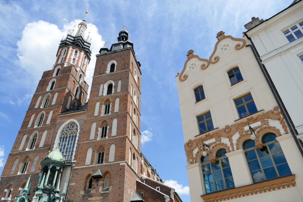 Krakau, Rynek, Marienkirche mit ihren zwei unterschiedlichen Tuermen