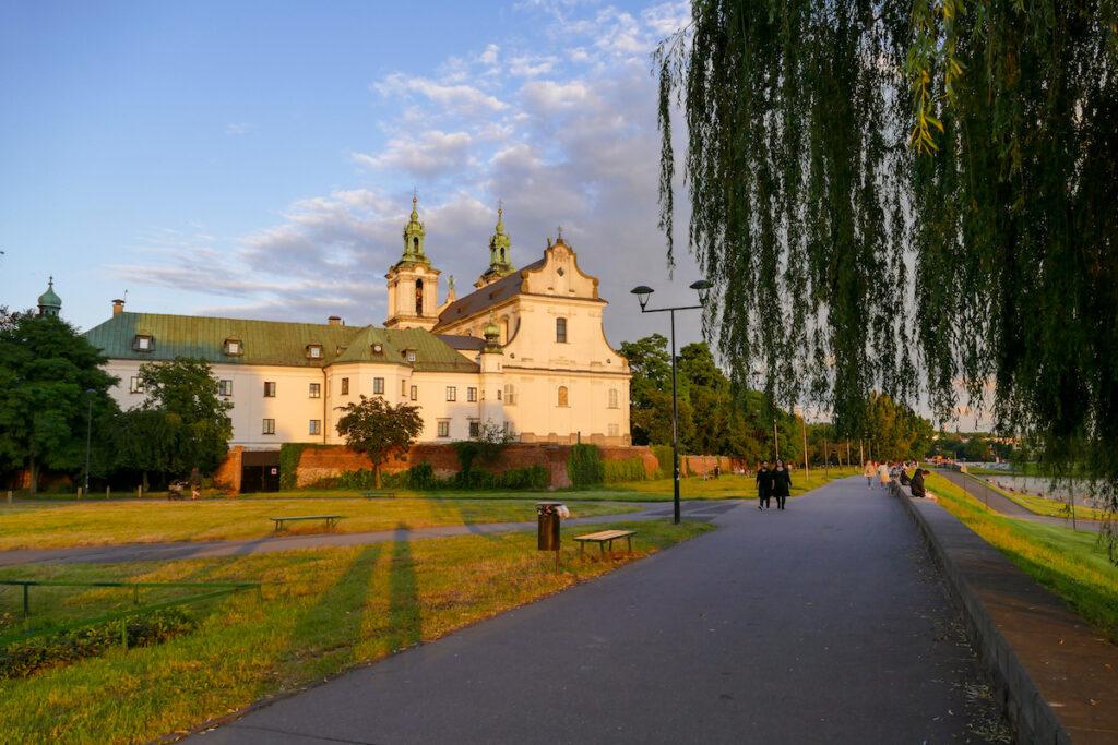 Krakau, Weichsel, Promenade mit Paulinerbasilika