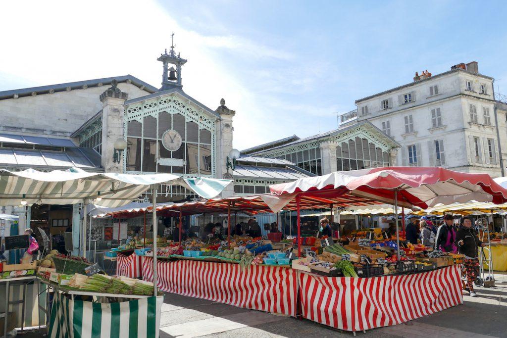 La Rochelle, Markt mit traumhafter Kulisse