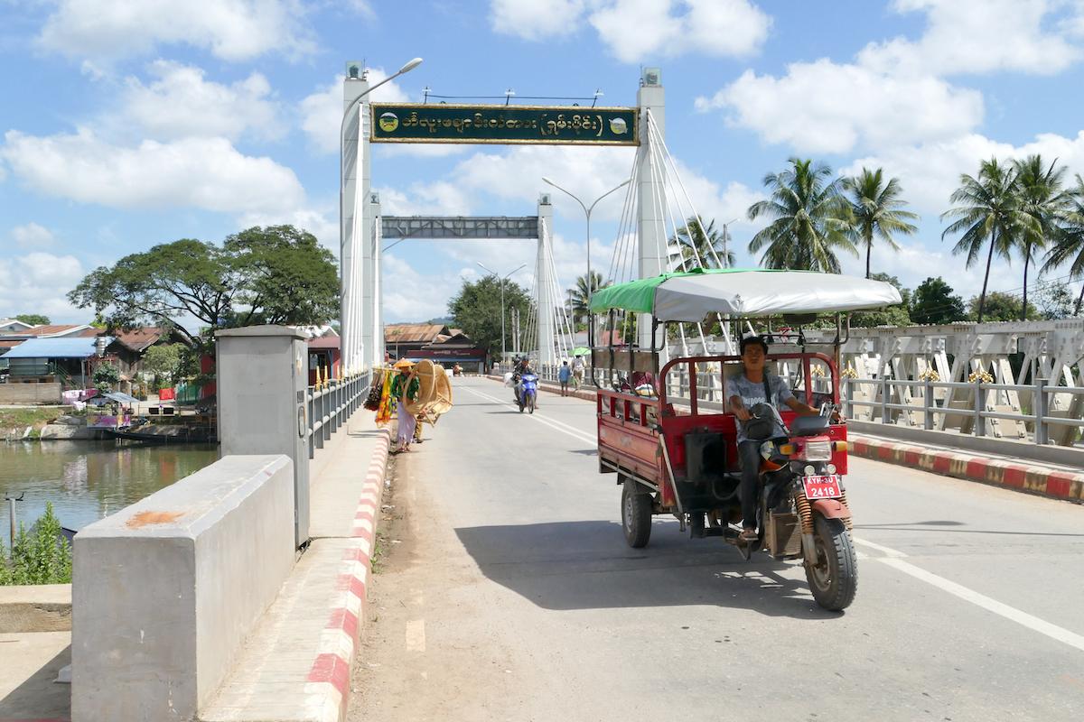 Loikaw, Bruecke ueber  den Balu Chaung River