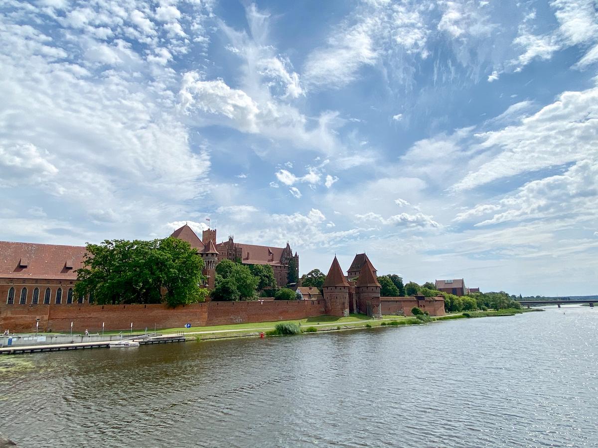 Malbork Castle am Nogat, einem Muendungsarm der Weichsel
