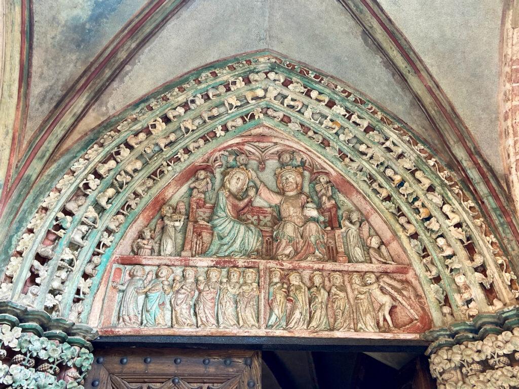 Marienburg, kunstvoll gearbeitetes Portal