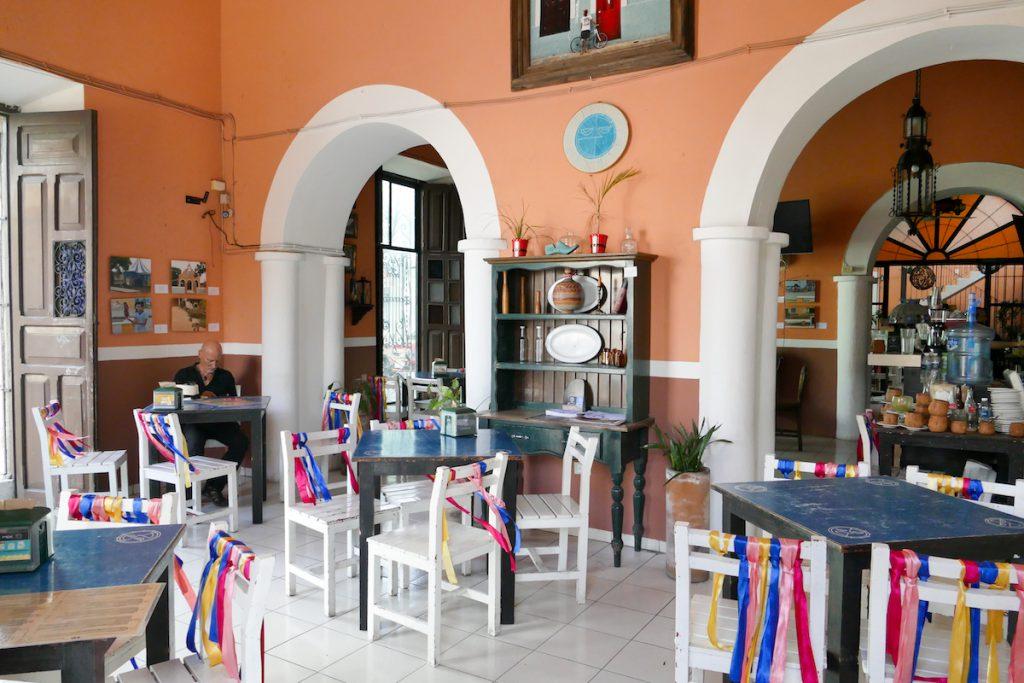 Merida, schoene Cafes laden zum Pausieren ein
