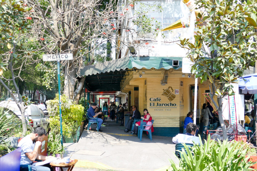 Mexico City, Coyoacan, gemuetliche Cafes gibt es hier ueberall
