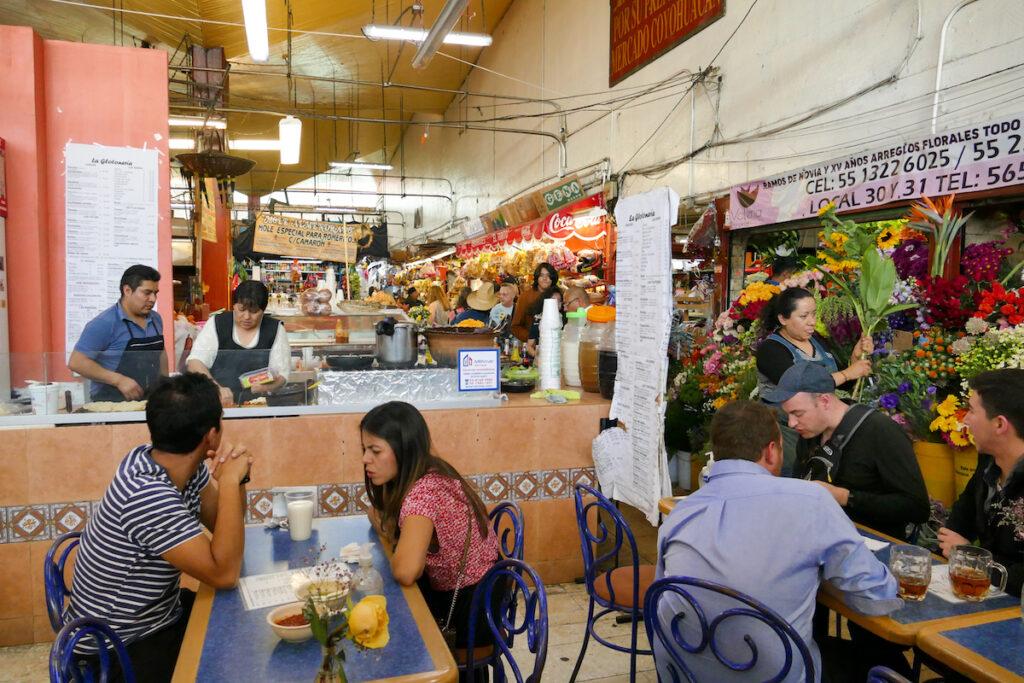 Mexico City, Markt, hier gibt es immer etwas zu essen