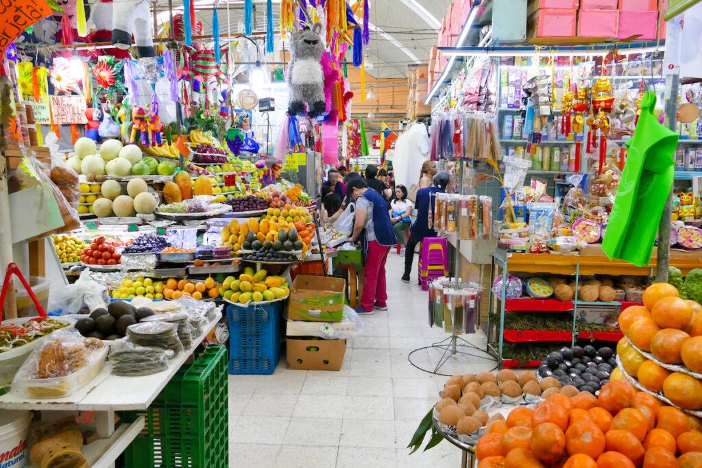 Mexico City, Mercado de Medellin, hier gibt es fast alles