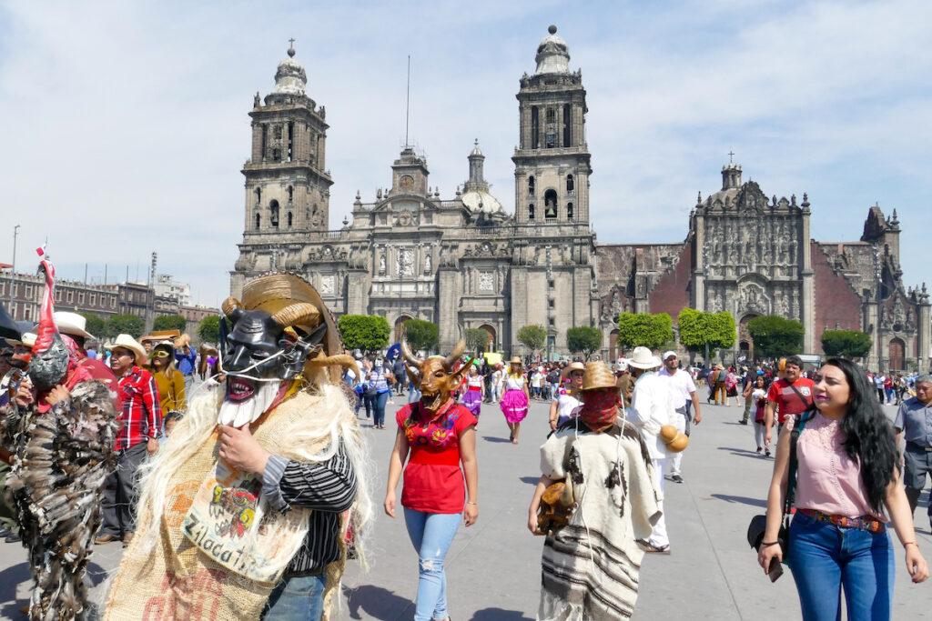 Mexico City, Zocalo mit Karnevalsstimmung