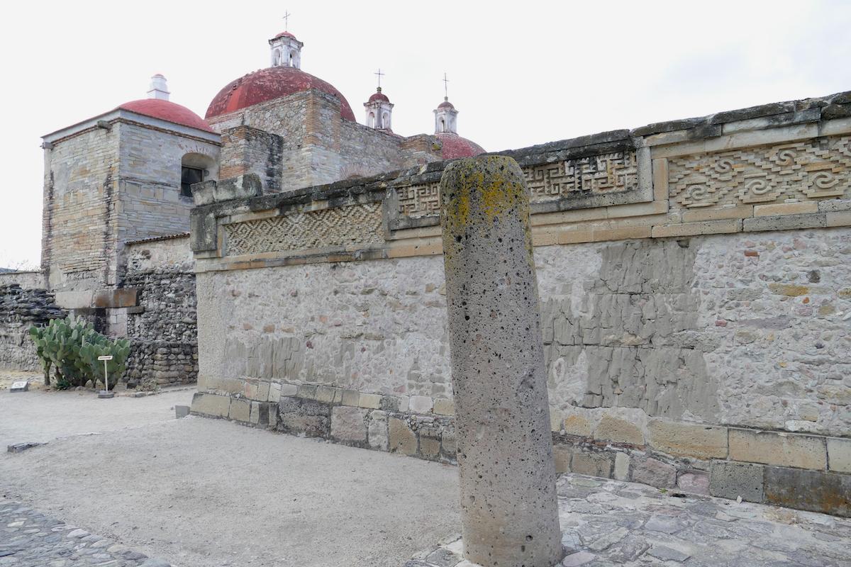 Mitla, San Pablo, viel Material wurde hier von den Tempeln verbaut