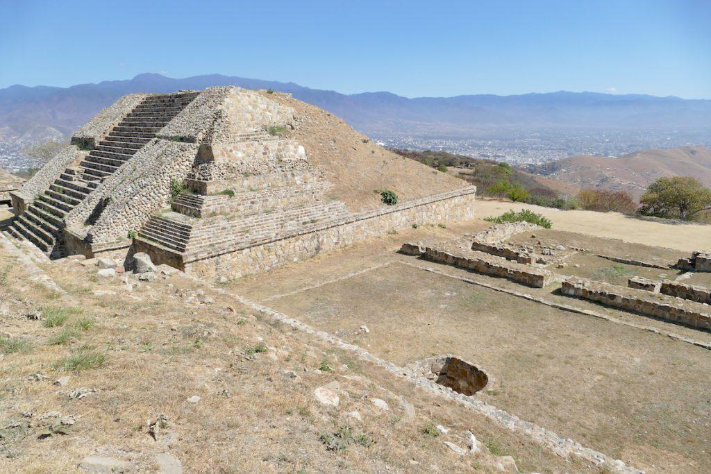 Monte Alban, 400 m ueber Oaxaca