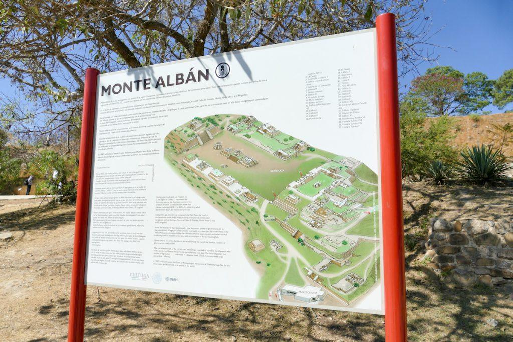 Monte Alban, eine der bedeutendsten archaeologischen Staetten Mexikos