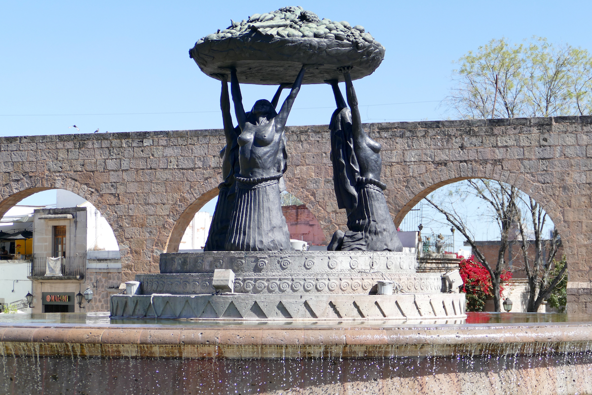 Morelia, Viadukt und Tarasca-Brunnen