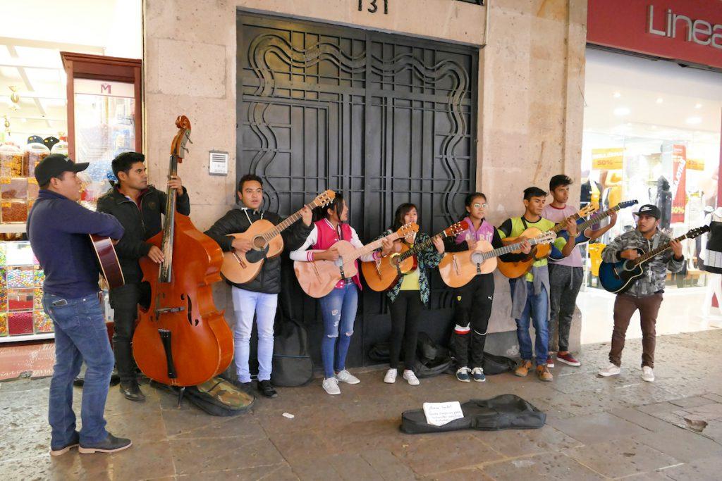 Morelia, an jeder Ecke Musik