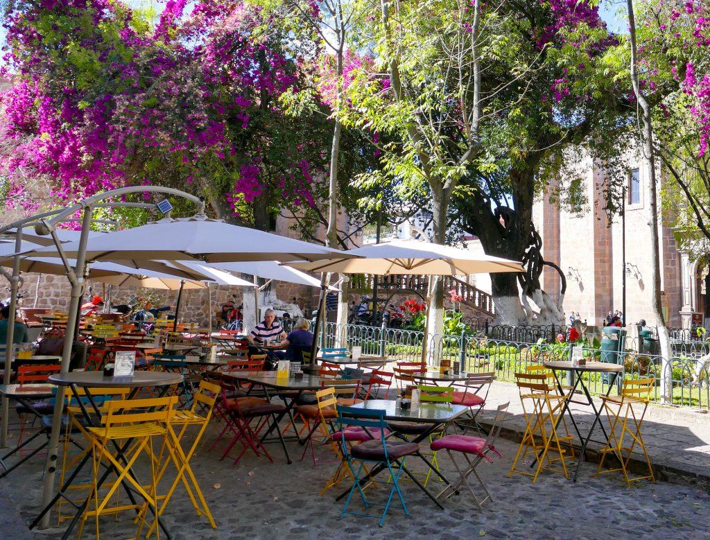 Morelia, gemuetliche Restaurants im Jardin de las Rosas