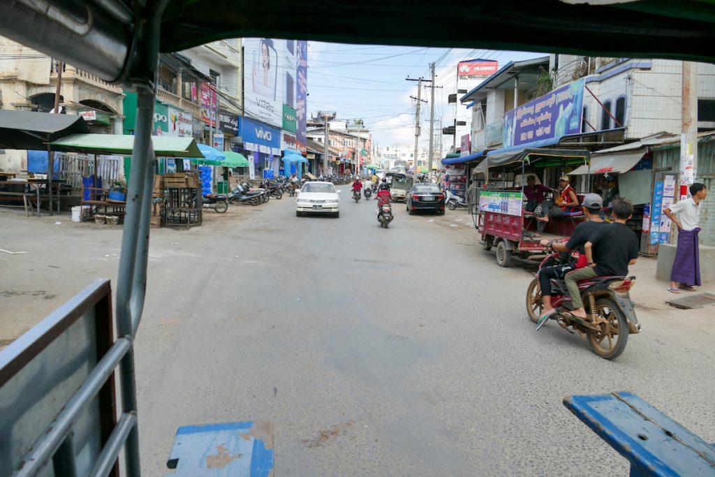 Myanmar, Lashio, im Motorradtransporter