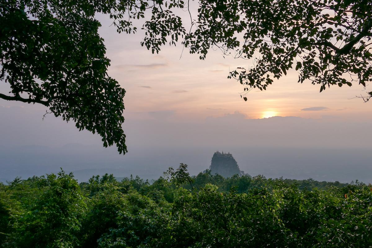 Myanmar, Mount Popa, Blick von unserem Hotel