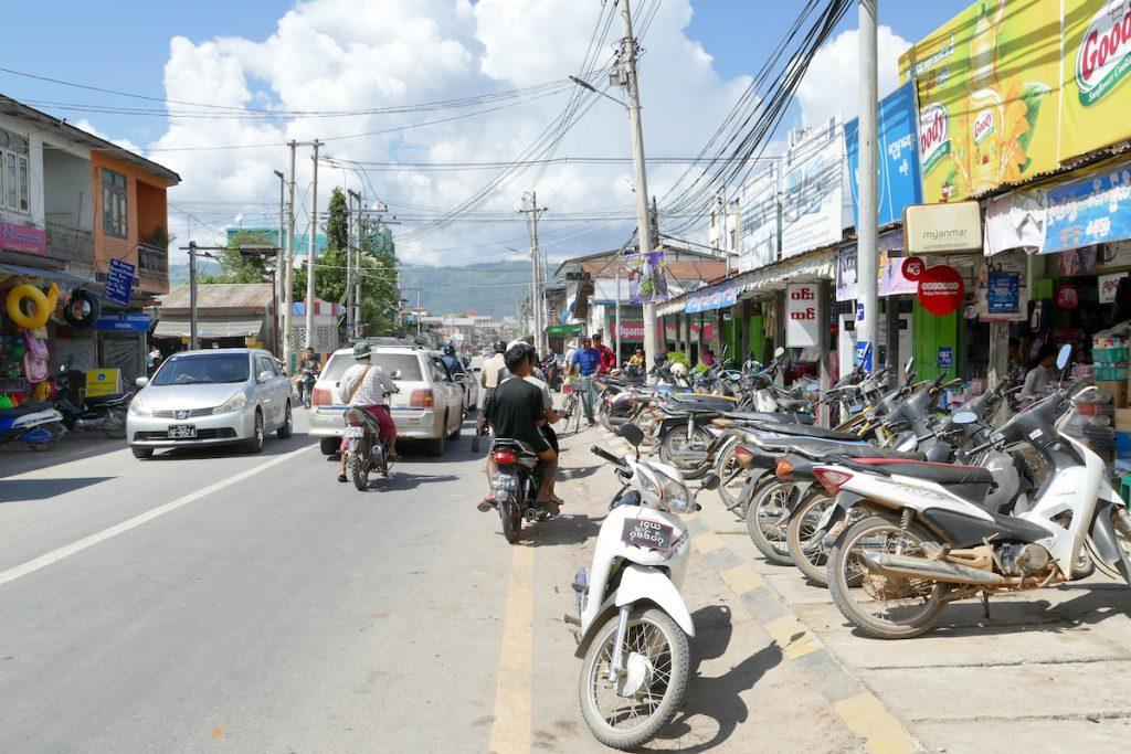 Myanmar, Nyaung Shwe, zu Fuss bringt es hier keinen Spass