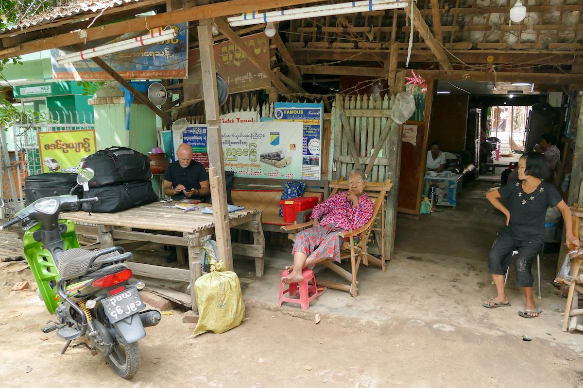 Myanmar, Pakokku, Busagentur
