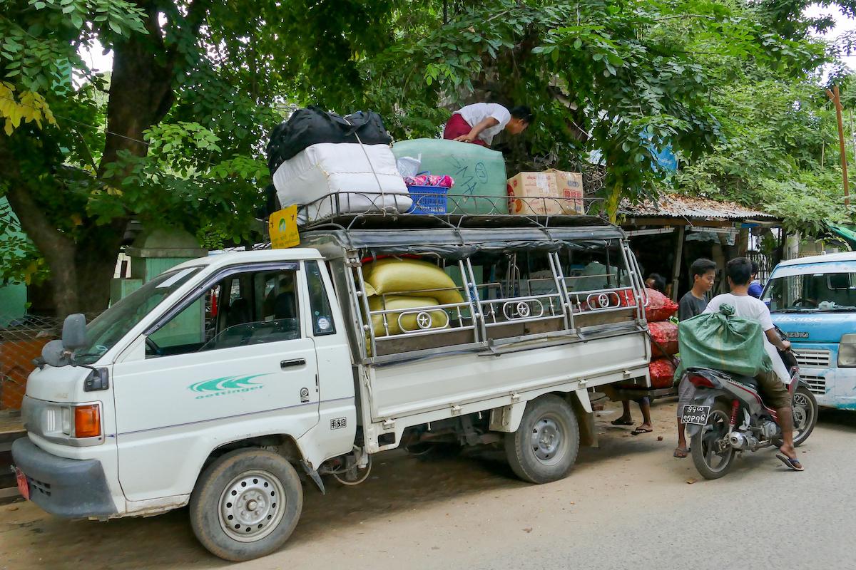 Myanmar, Pakokku, unsere Taschen sind schon oben drauf