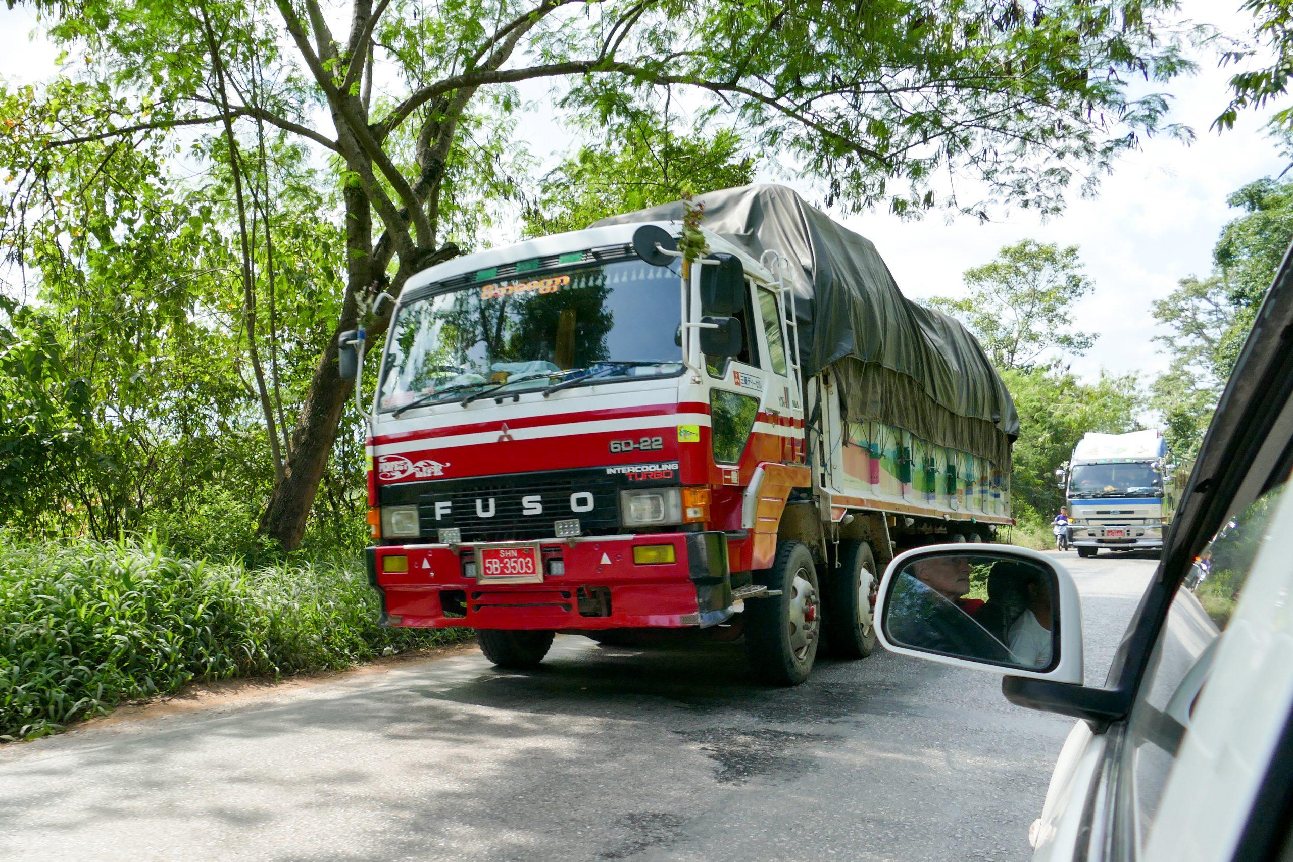 Myanmar, auf dem Oriental Highway 01